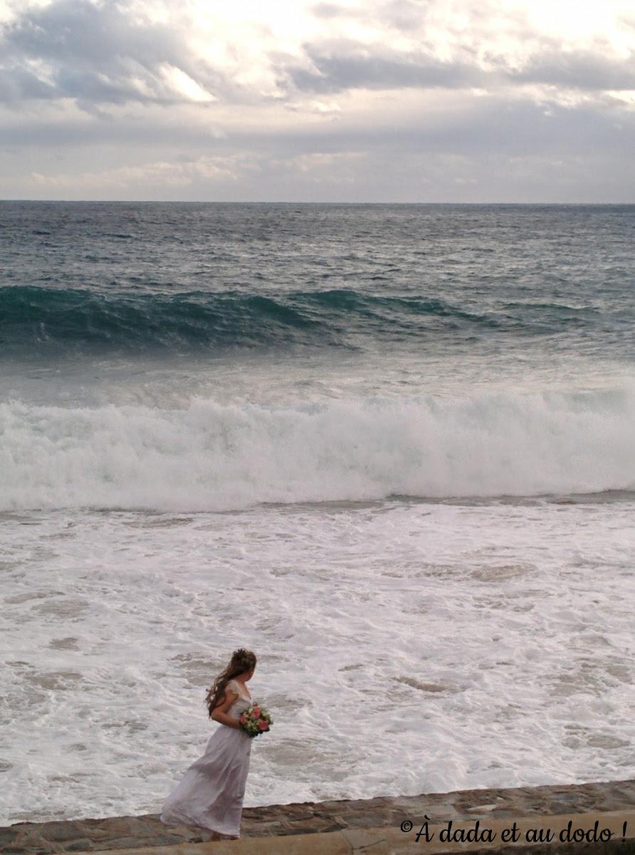 Mariée devant la mer