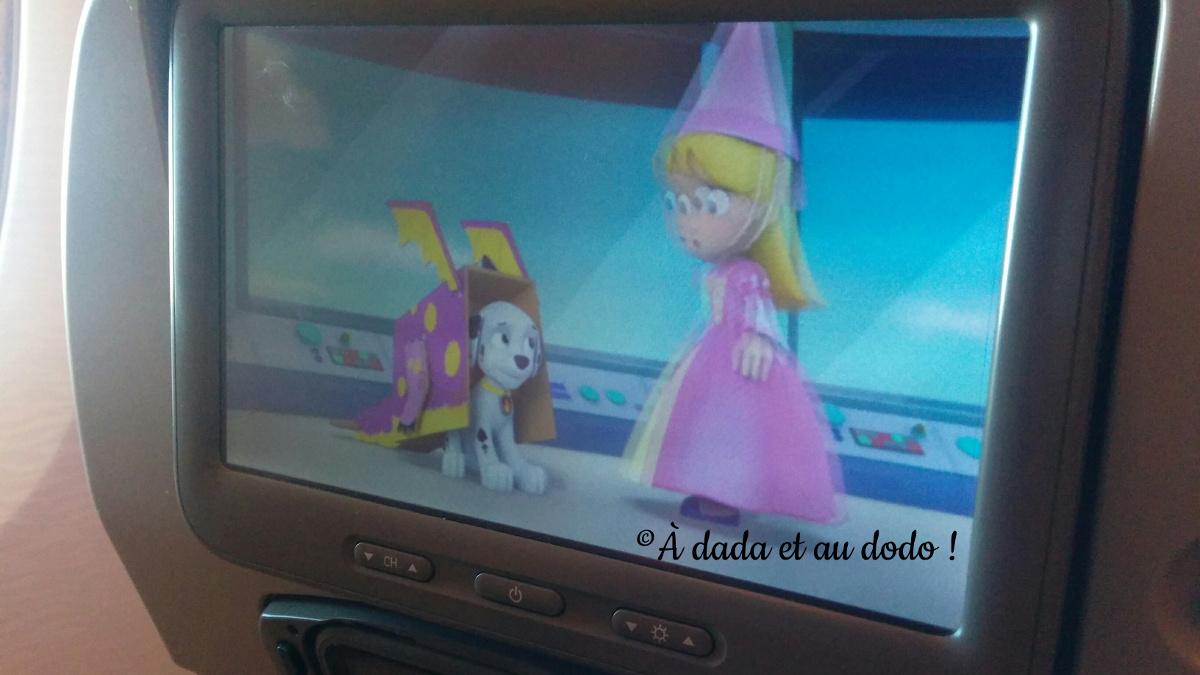 écran de télévision dans l'avion