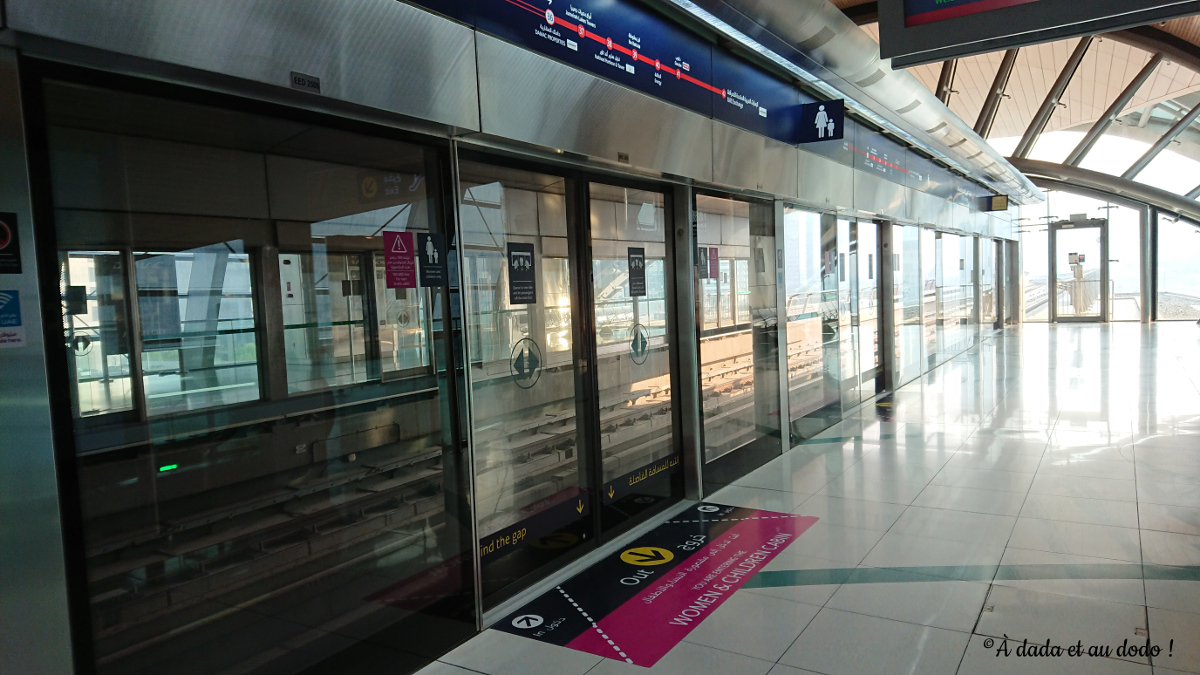 L'entrée de la zone réservée aux femmes dans le métro de Dubaï