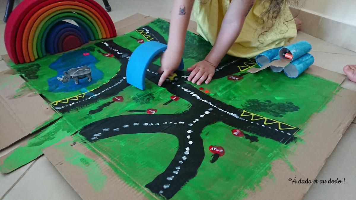circuits de petites voitures en carton