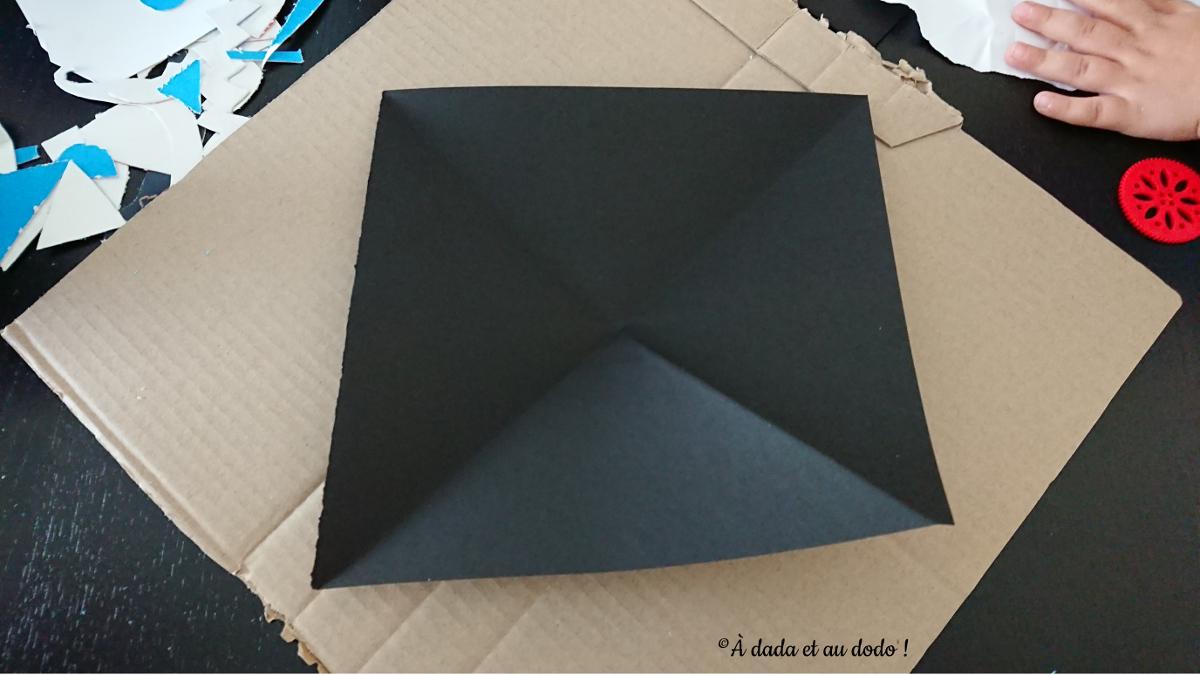 Découper une toile d'araignée dans du papier