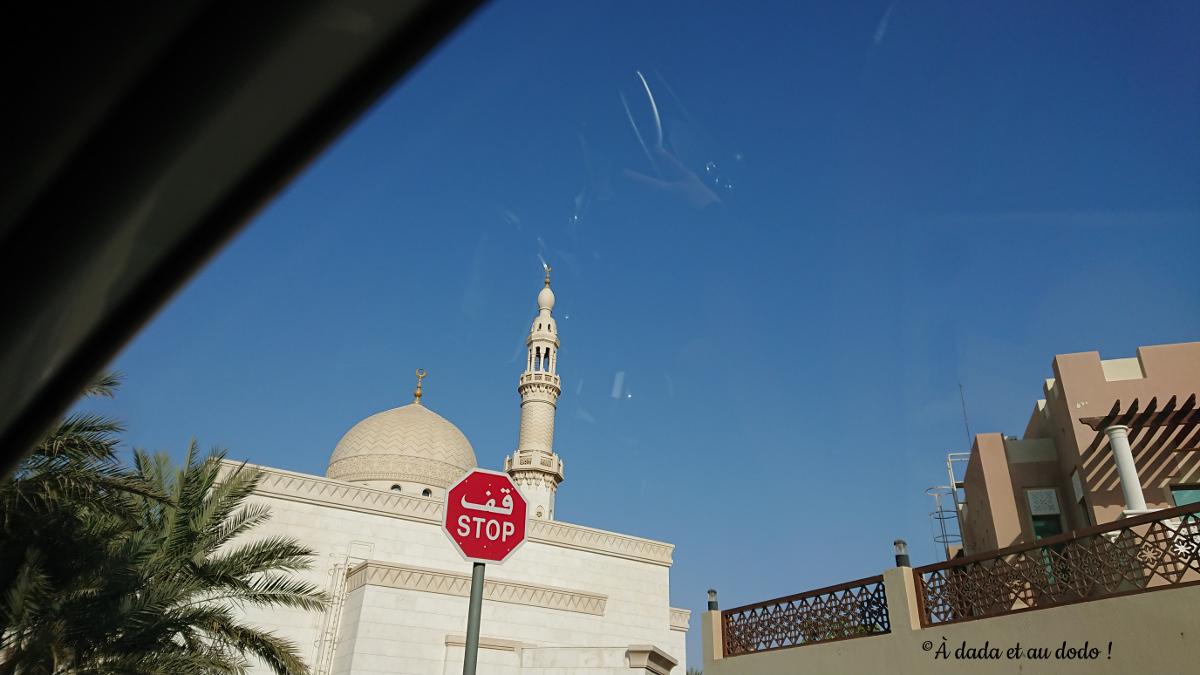 panneau bilingue à Dubaï