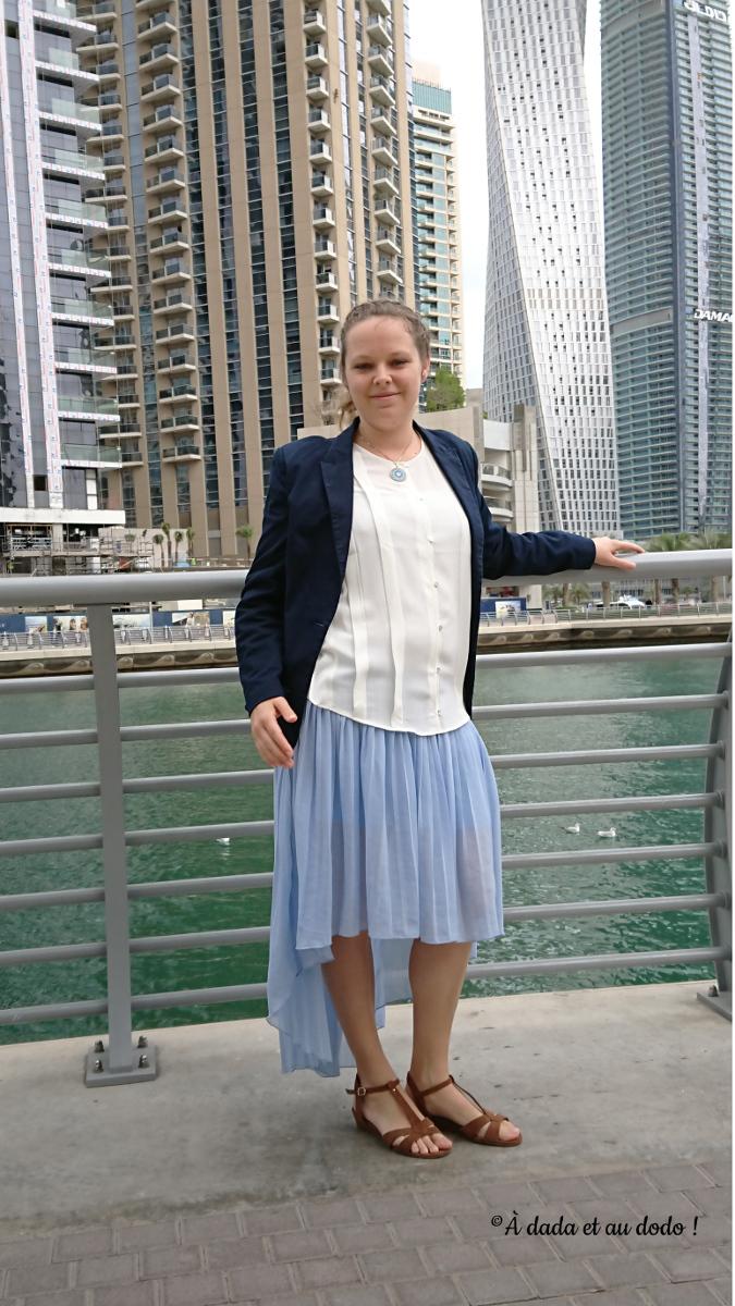 tenue vestimentaire d'une femme à Dubaï