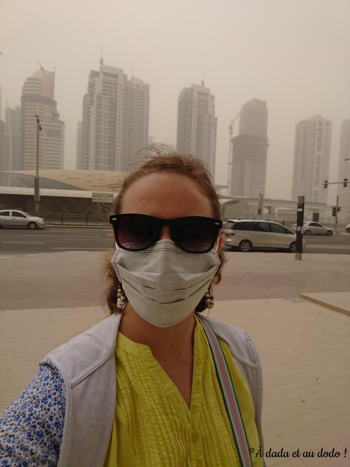 sortir pendant une tempête de sable
