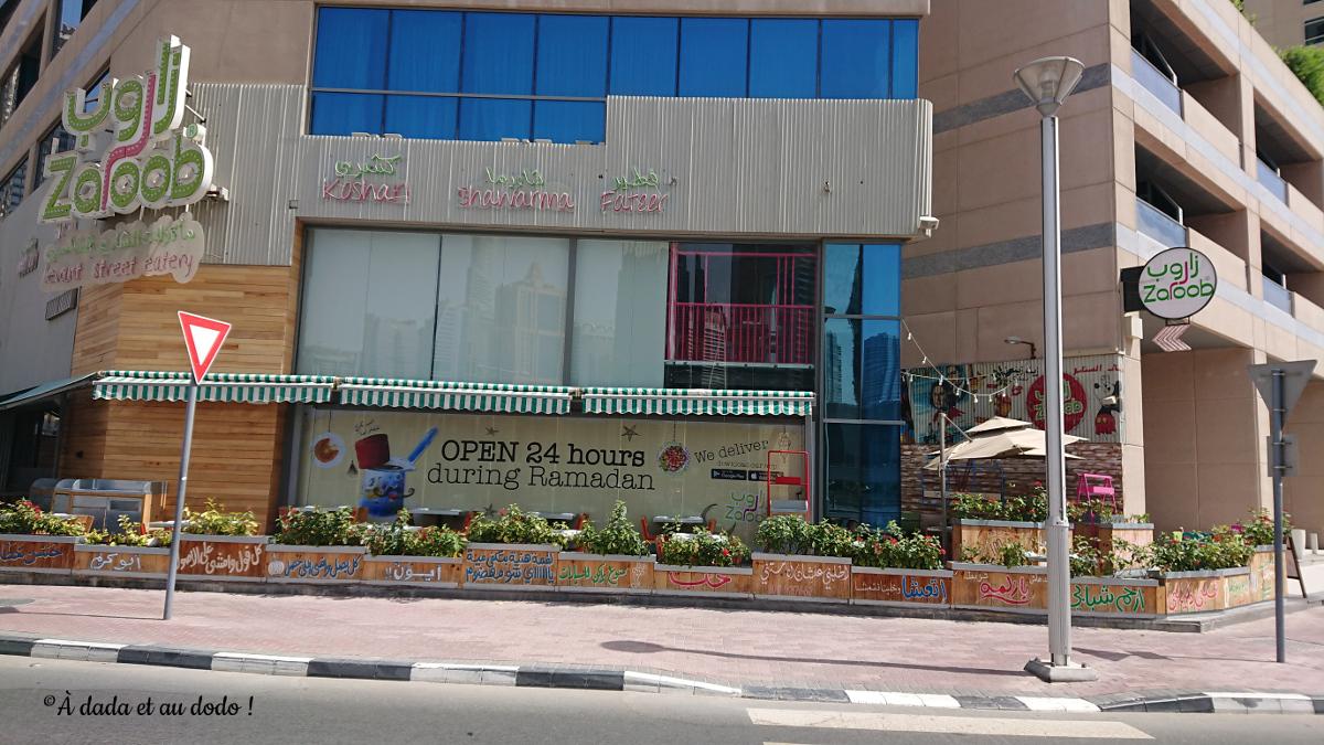 Restaurant ouvert toute la journée et à l'abri de la vue