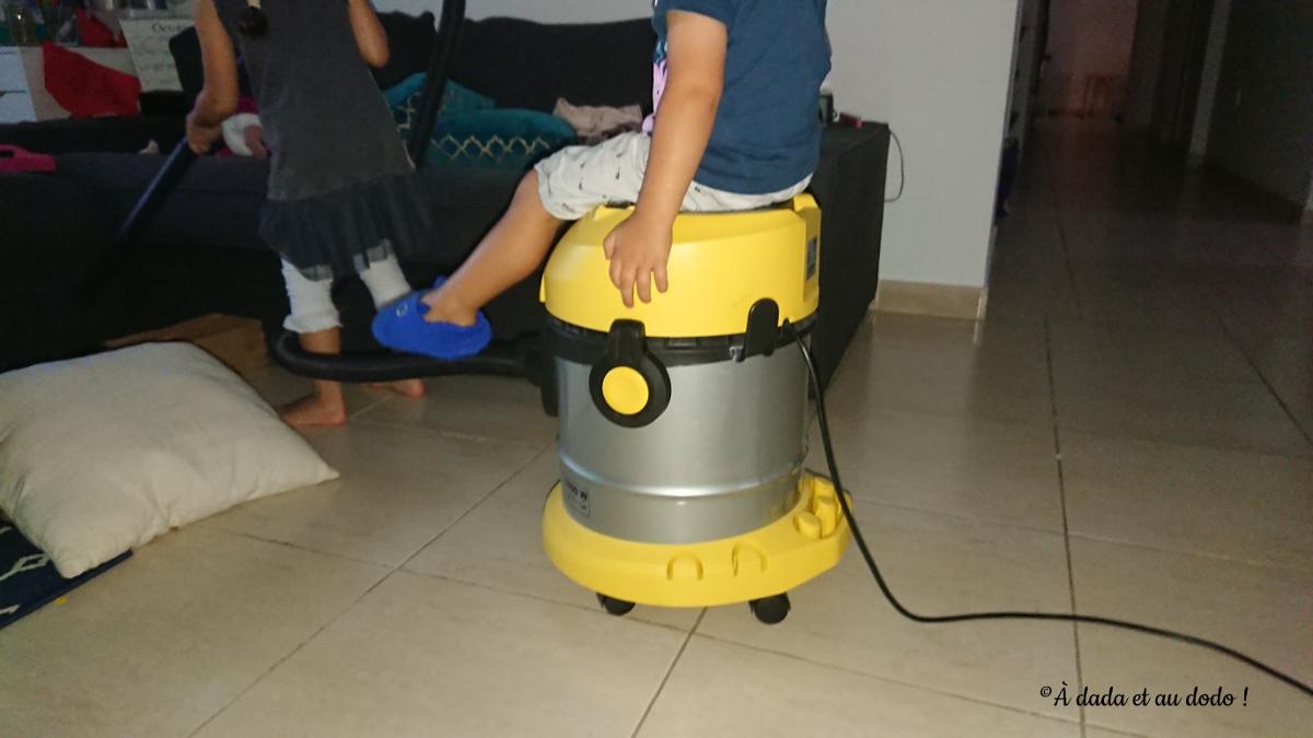 et l'aspirateur se transforme en voiture de course pour mon fils !