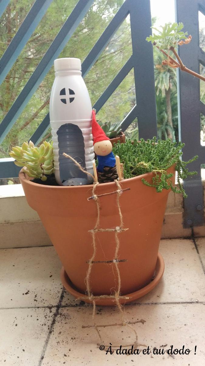 Lutin dans une jardinière