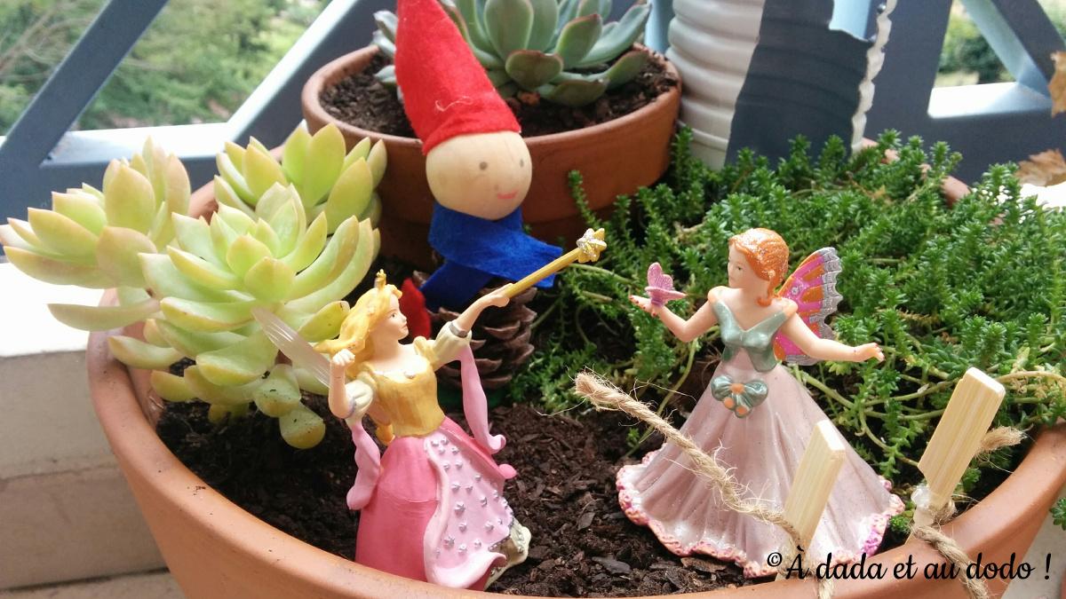 Lutin et fées dans le jardin