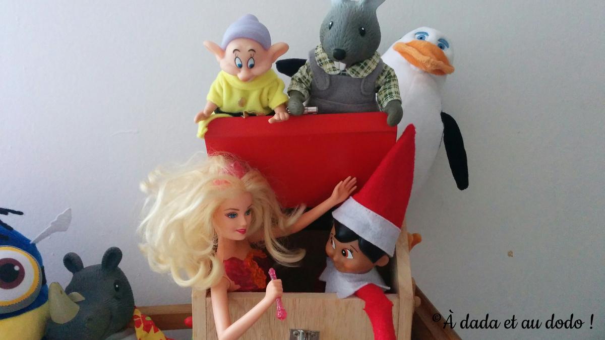 Lutin du Père Noël et Barbie