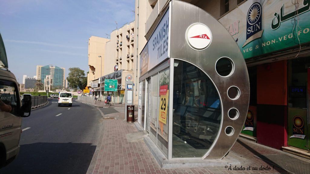 Abri-bus climatisé à Dubaï